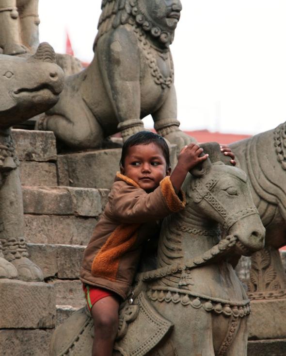 Coaching Airlines: NAMASTE NEPAL, AYUDA HUMANITARIA